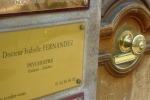 Таблички кабинетов парижских психологов